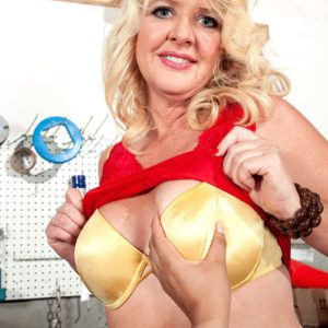 Over 40 blonde MILF Kay DeLynn flashing tits and ass