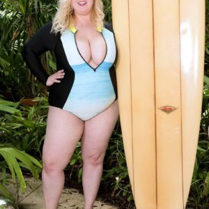 Chunky blonde chick Nikky Wilder letting massive knockers loose on beach