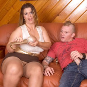 BBW Hayley Jane spreads her crotchless hosed legs for sex