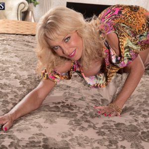Blonde 60 MILF Cara Reid exposing perfect granny tits for sex action