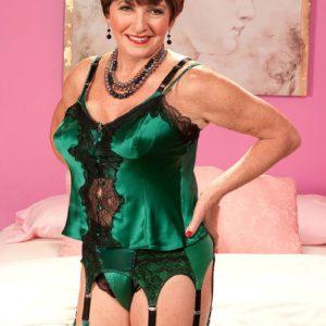 Stockings and garter adorned mature MILF exposing big granny tits before sex