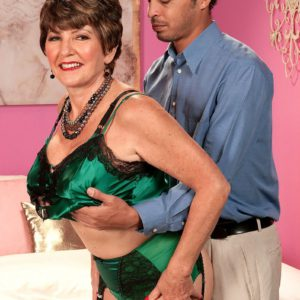 Stockings and garter adorned mature MILF exposing big granny tits before sex