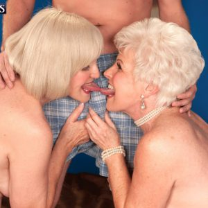 Grannies Lola Lee and Jewel giving blowjob in FFM threesome