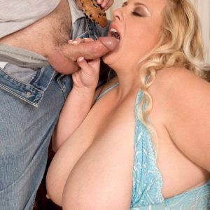 Blonde BBW Feeder Cassie Blanca eating muffins while giving blowjob