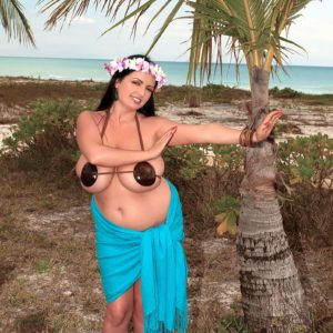 Curvy solo model Arianna Sinn lets huge hooters loose outdoors