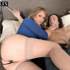 Crotchless pantyhose clad cougar Catrina Costa flashing upskirt pussy before sex