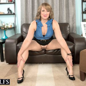 Mature Spanish MILF over 60 Catrina Costa seducing sex in short skirt and heels