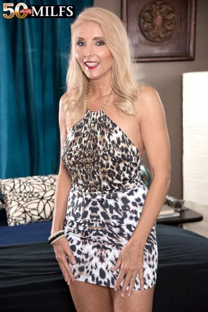 Mature blonde MILF Chery Leigh showing off sexy legs and upskirt panties