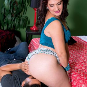 Latina Sabrina Santos flaunting big booty before face sitting man