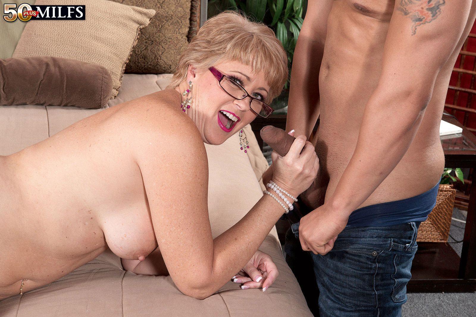 Усталый, смотреть порно зрелые женщины мастурбируют
