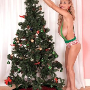 Big-boobed sandy-haired MILF Venera demonstrating great legs in pumps by X-mas tree