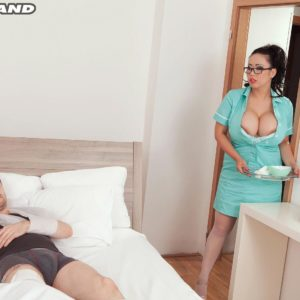 Brunette MILF Tigerr Benson loosing humungous hooters before having sex on polyclinic bed
