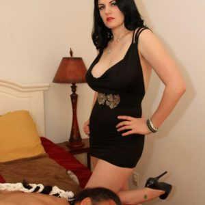 Non nude brown-haired gf Shae fatale hog tieing sub hubby in high heels
