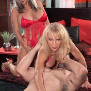 Older blondes Sally D'Angelo and Cara Reid giving dual fellatio during 3 way