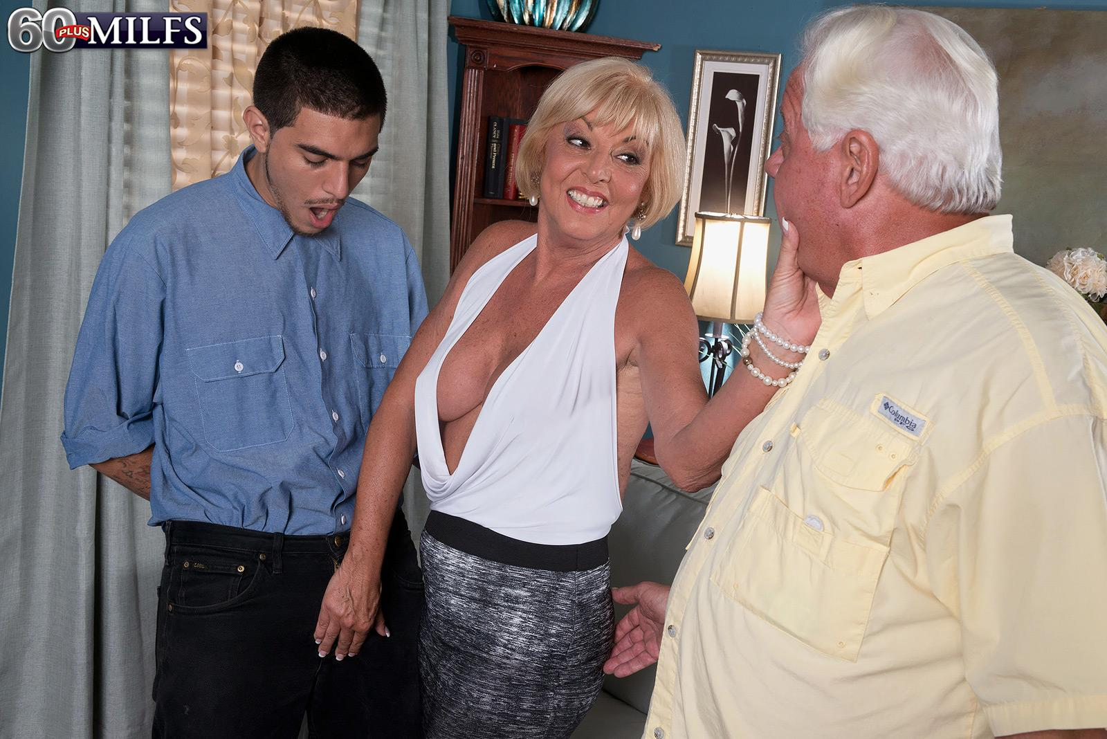 Platinum blonde granny scarlet andrews releasing gigantic breasts before cuck husband