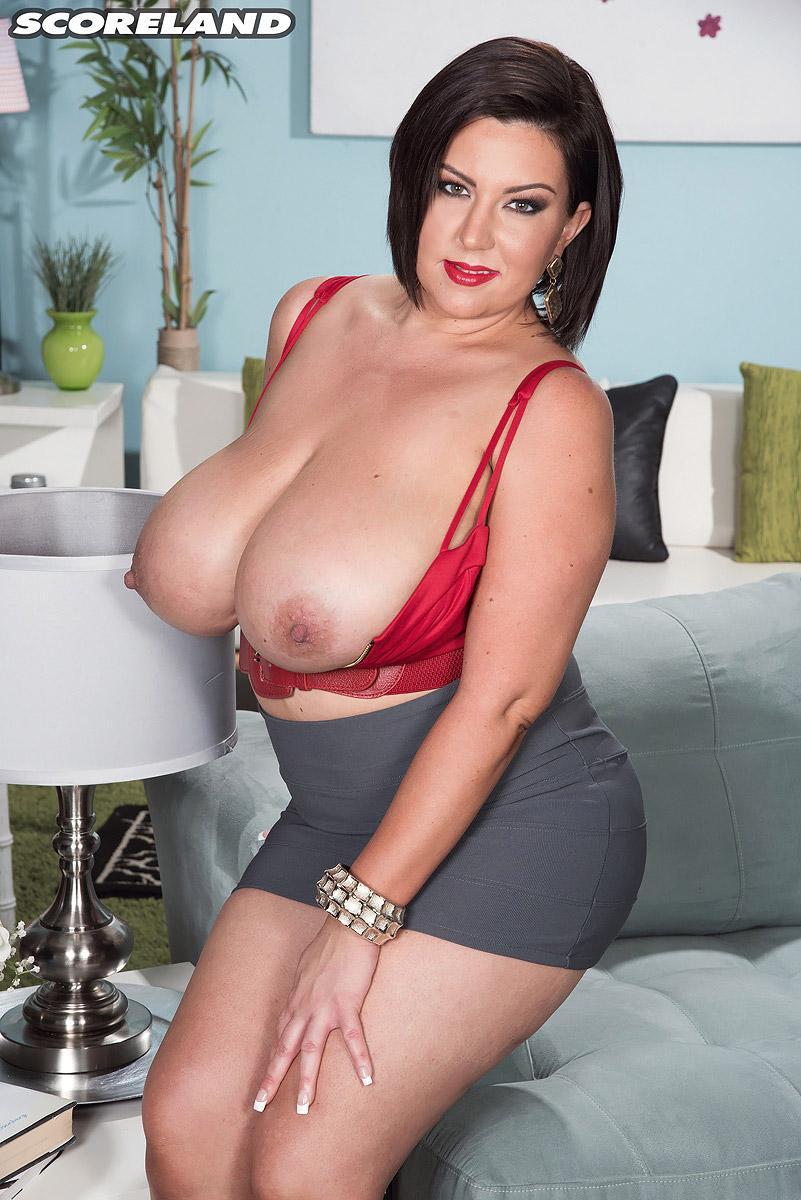 bootylicious dark-haired milf paige turner letting out humungous all