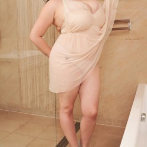 Chunky black-haired solo chick Lila Payne modeling dressed in wc