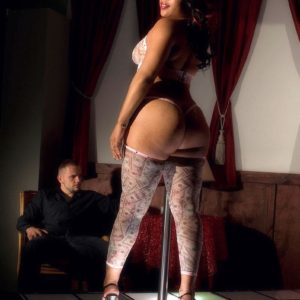 Ebony stripper Candi Luvv demonstrating enormous butt while sucking pecker in high-heels