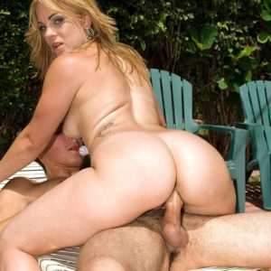 Sandy-haired MILF Kirra Lynne loosing gigantic bum from shorts before riding prick by pool