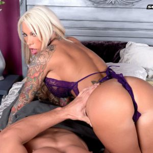 Inked yellow-haired MILF XXX video star Lolly Ink unveiling chubby breasts for nip slurping