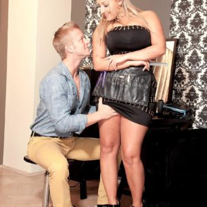 Lanky ash-blonde stunner Krystal Rapid baring adorable titties from sundress for nip munching