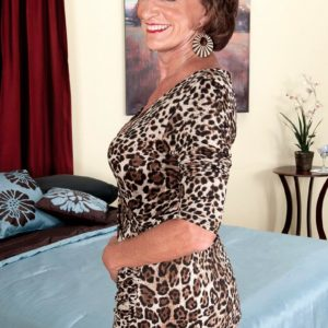 Solo grannie Sydni Lane taunting on bed by vaunting brassiere in pantyhose