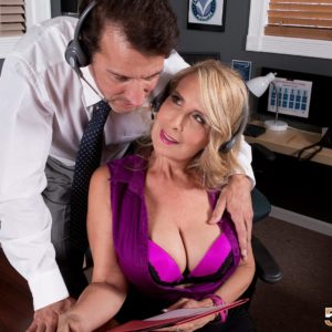 Aged yellow-haired doll Laura Layne seducing sex from co-worker in her office place