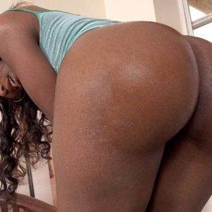 Ebony amateur Sapphira extracting enormous arse from thong panties and jeans