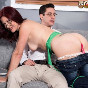Elderly dame Dana Devereaux seducing junior stud for sex clad glasses