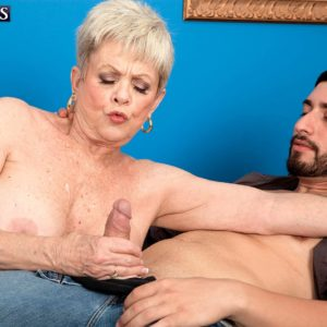 Short haired grandmother Lin Boyde pulling out large tits before delivering hj and ORAL PLEASURE