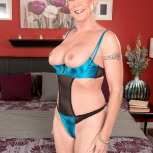 Tall over Fifty sandy-haired MILF Honey Ray banging 2 men with enormous hard-ons in MMF 3some