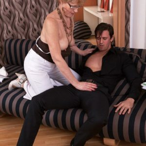 Granny in glasses entices a junior dude and deep-throats his prick on chesterfield