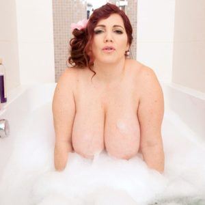 Plus-size solo model Roxee Robinson wetting her boobs in the tub