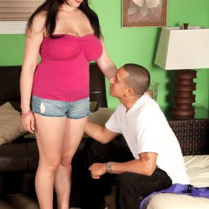 Brunette MILF Beverly Paige loosing super-cute tits for her individual trainer