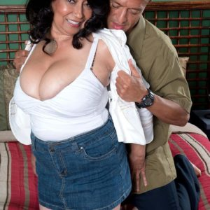 Chesty over 60 brown-haired MILF Rochelle Wondrous baring giant melons for nipple play