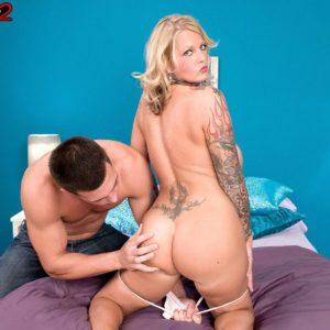 Inked ash-blonde babe Sabrina Linn releasing big hooters for pierced nip slurping