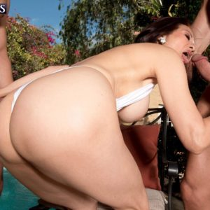 Over 60 Chinese MILF Kim Anh milking off enormous boners outdoors before MMF sex