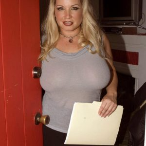 Round blonde MILF Rachel Enjoy revealing nice funbags outdoors for nipple slurping