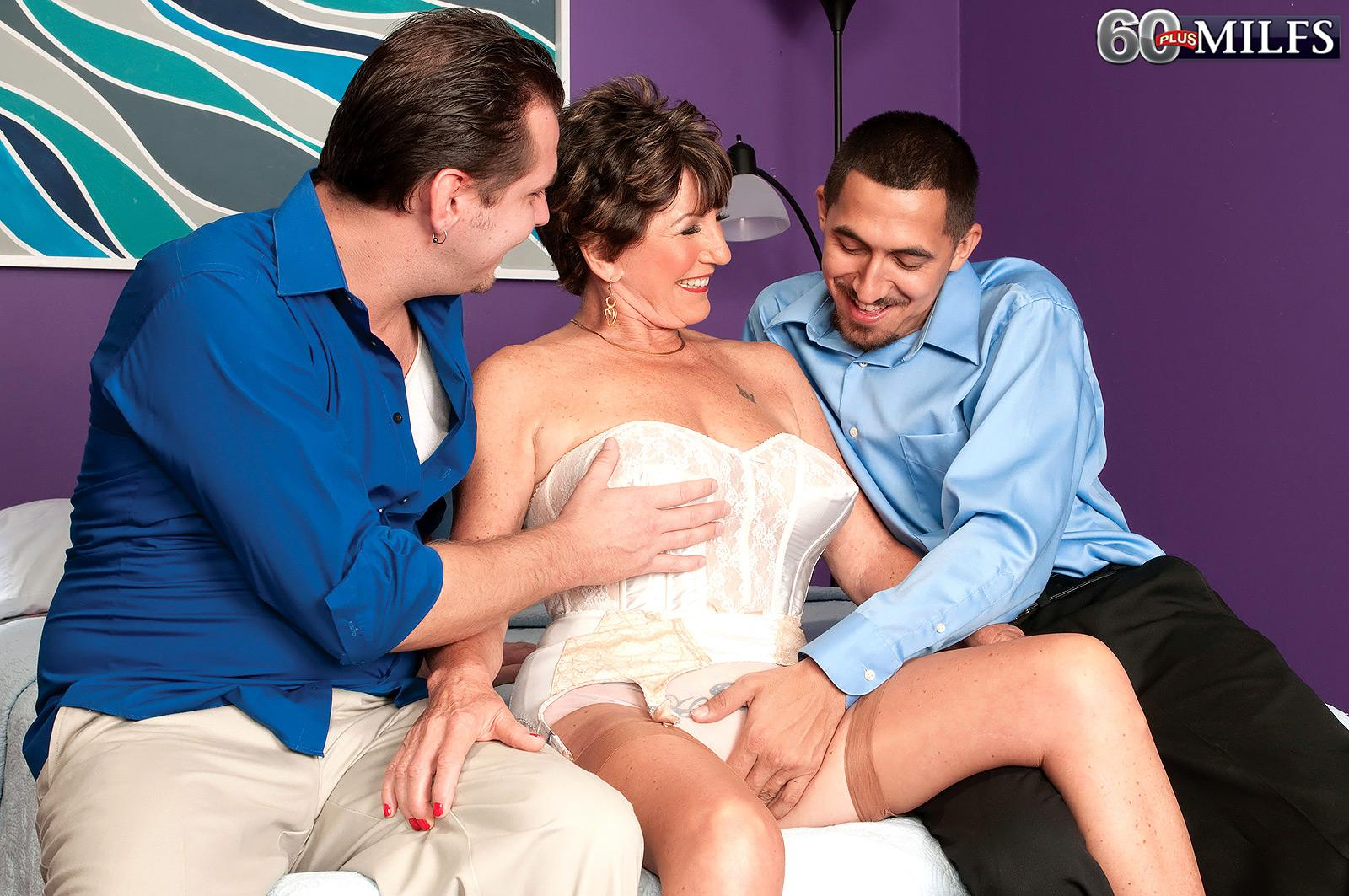 Lingerie adorned over sixty MILF Bea Cummins milking off enormous rods in MMF threeway