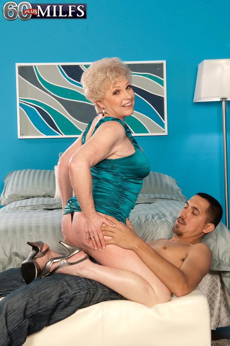 Chesty grannie Jewel having bare derriere and cunny blown by younger guy