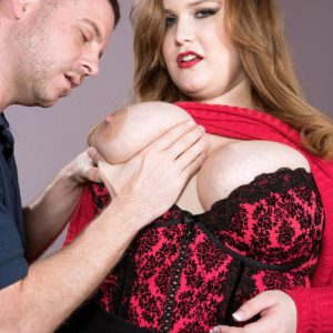 BIG HOT LADY XXX starlet Big-chested Emma gets around to giving a oral job after being stripped