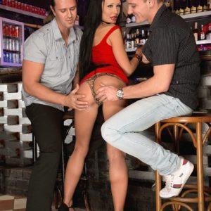 Mind-blowing MILF Patty Michova gives 2 men fellatio simultaneously in a bar