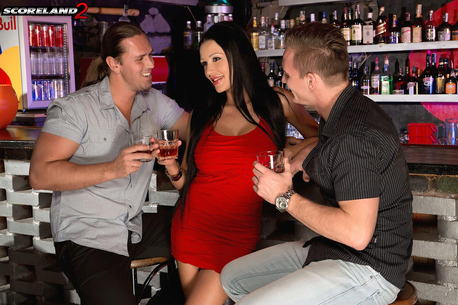 Mind-blowing MILF Patty Michova gives 2 men fellatio simultaneously in a bar