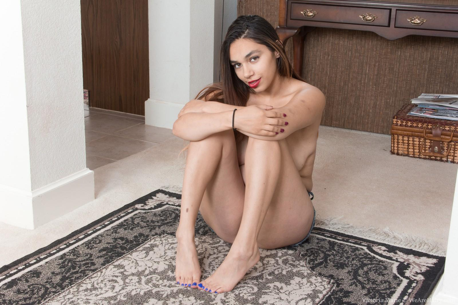 Big-boobed brown-haired amateur Victoria Marie revealing hairy beaver underneath cut-offs