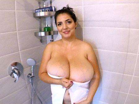 Brunette housewife Lara Jones unleashes her knockers in the shower