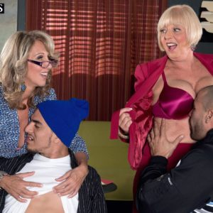 Aged damsels Jenna Covelli and Scarlet Andrews entice junior dudes at a diner