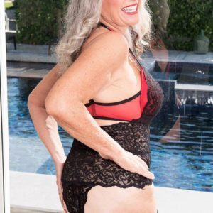 Experienced lady Silva Foxx gives 2 men oral jobs in front of her cuckold spouse