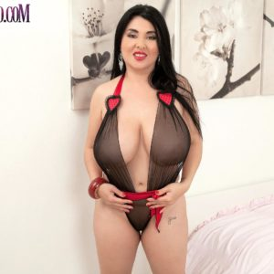 Latina solo model Daylene Rio loose her knockers and clean-shaven vagina from her lingerie