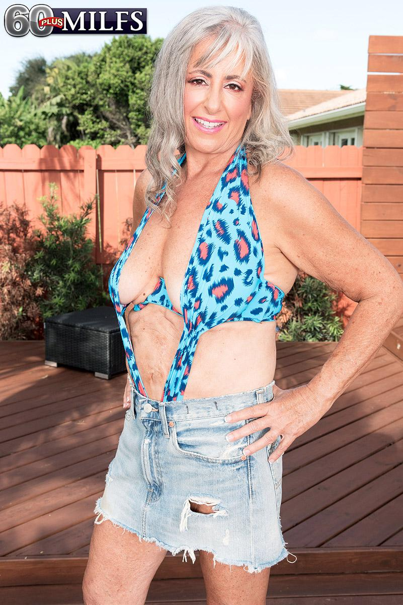 Amateur hairy panties
