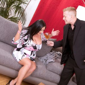 Black-haired plumper Nila Mason enjoyments her guy pal with her titties